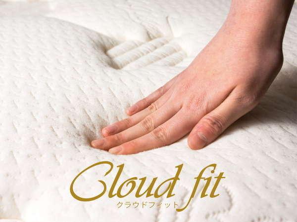 """■Cloud fit (アパホテルオリジナルベッド。快眠を追求した""""雲の上のような寝心地""""を体感して下さい。)"""