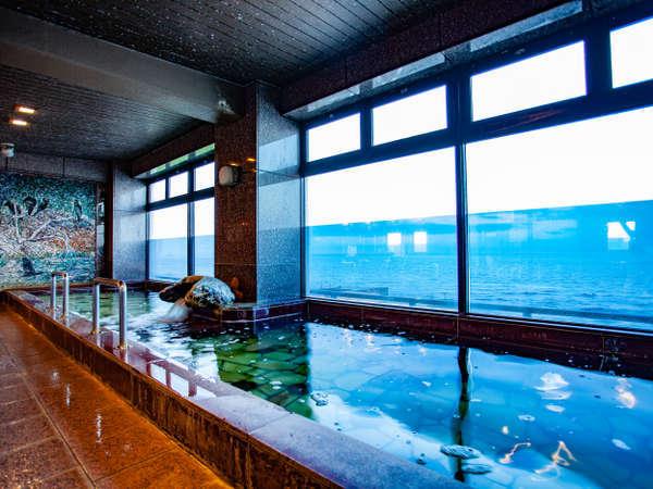 ミネラルたっぷりの温泉大浴場
