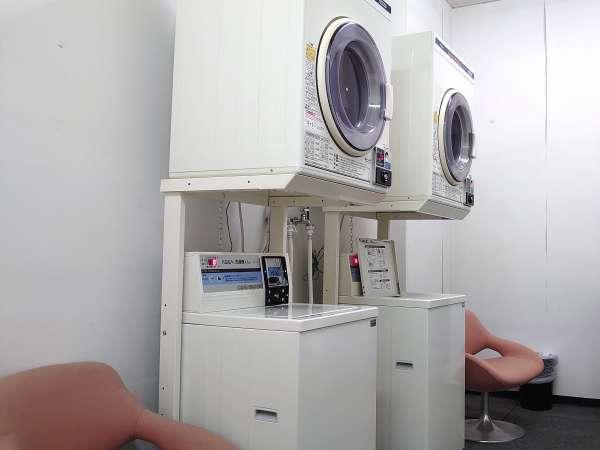 ランドリー 洗濯¥200 乾燥¥100 本館南側通用口傍に2台、別館一階浴場傍に1台設置