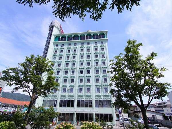 ◆外観◆上諏訪温泉、諏訪湖の湖畔に位置するホテルです。
