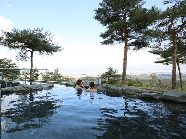 安曇野の四季を体感できる天空の露天風呂。日の出も夜景も!まさに絶景です。