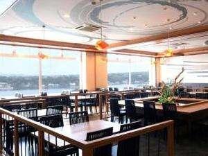 お食事会場の活魚レストラン潮彩