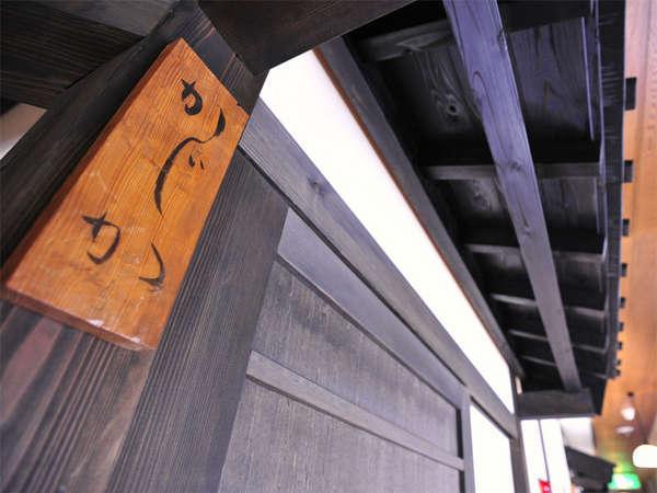 木の表札がお部屋の目印です。
