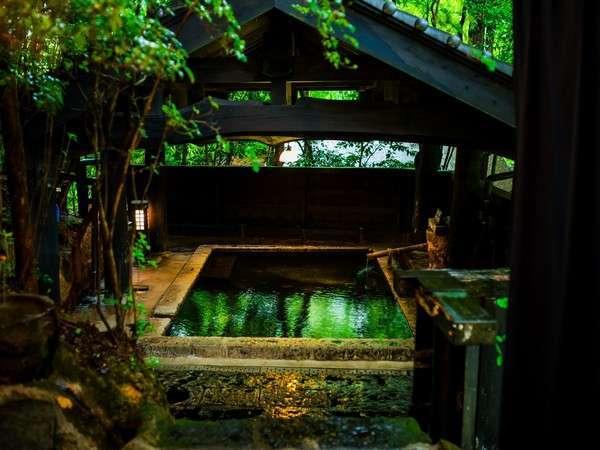 風の湯はテツヤ渾身の作。この風呂はもう芸術作品。