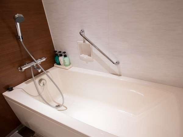 【バスルーム】松本随一の広さを誇るバス。一日の疲れを癒せます。