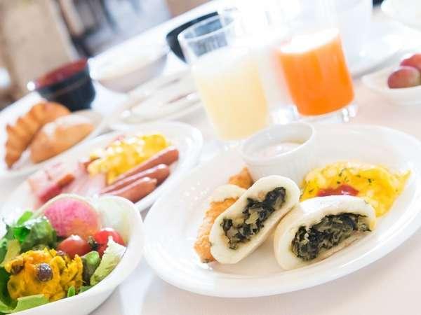 種類も豊富で人気な朝食バイキングおやき、お蕎麦など地元食材も多く取り揃えております