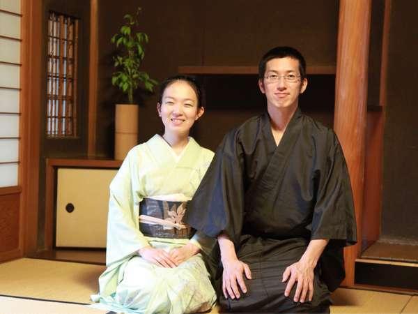 五代目当主兼板長・鈴木孝昌と、女将・鈴木和女。4人の子供たちに恵まれました。