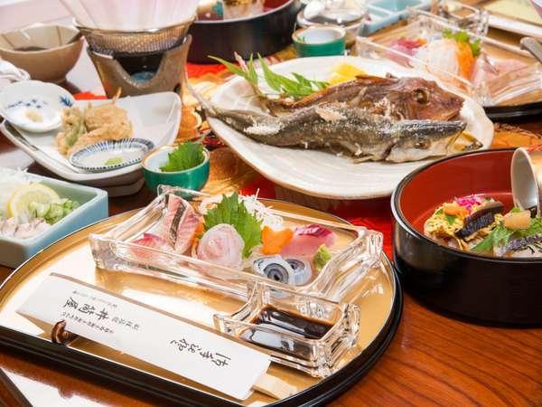 丹後の海の幸をたっぷり使った、医食同源・寿司会席です。料理は夏の一例です。