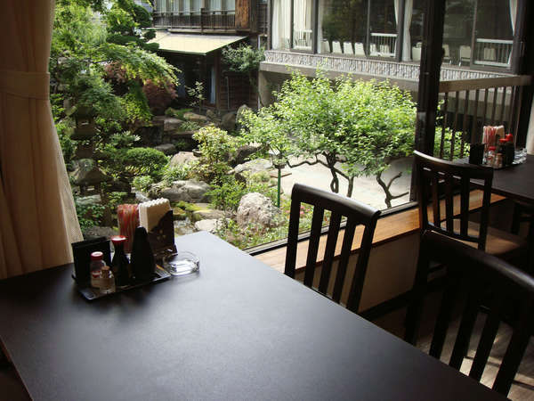 天気のいい日にはレストランから見える庭園は絶景!!