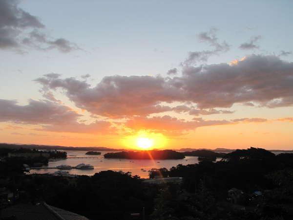 目の前に広がる、松島の大パノラマ、晴れれば拝める日々の御来光は感動間違い無し。