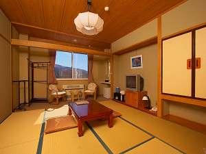 【客室和室8畳】BSデジタル放送対応TV、加湿器、洗面台、ウォシュレット・トイレ付