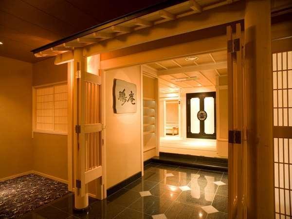 個室食事処『鵬庵』一組ずつの完全個室でゆったりとお召し上がりいただけます。