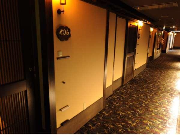西館4階廊下
