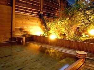夕暮れの露天風呂(ひのき)