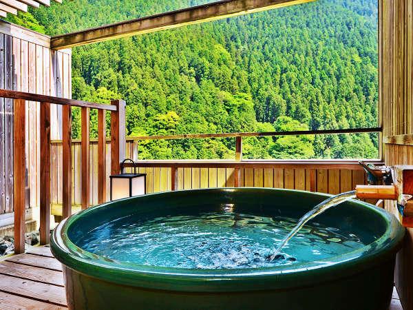 客室露天風呂から望む大歩危峡の景色は格別。