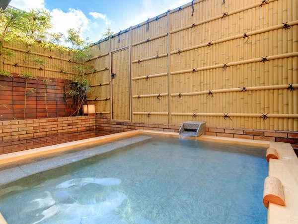 開放的な露天風呂♪お天気の時は気持ちが良いですよー♪