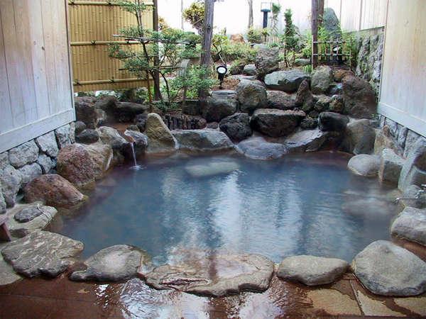 *無料の貸切露天風呂。予約も不要なので、フロントに鍵があり空いていれば自由に使えます。