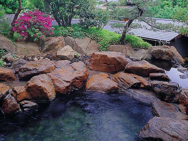 【男性露天風呂】開湯1200年の歴史を誇る湯村温泉。武田信玄の隠し湯の一つと云われています。