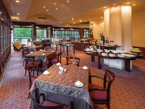 ■ご朝食会場・・・レストラン「シャモニー」