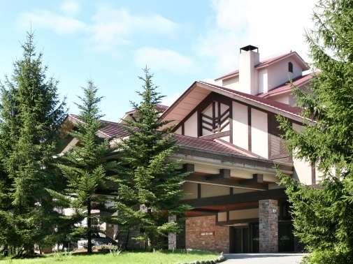 ■白馬東急ホテル外観・・・白馬の静かな森の中で贅沢なリゾートステイをお楽しみください