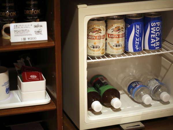客室内には冷蔵庫を完備!(中身空)