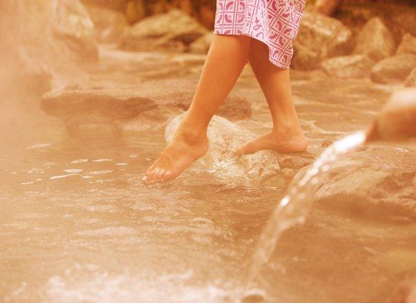 色浴衣を着て楽しむ温泉旅館。湯は柔らかで温まりの湯として人気です。
