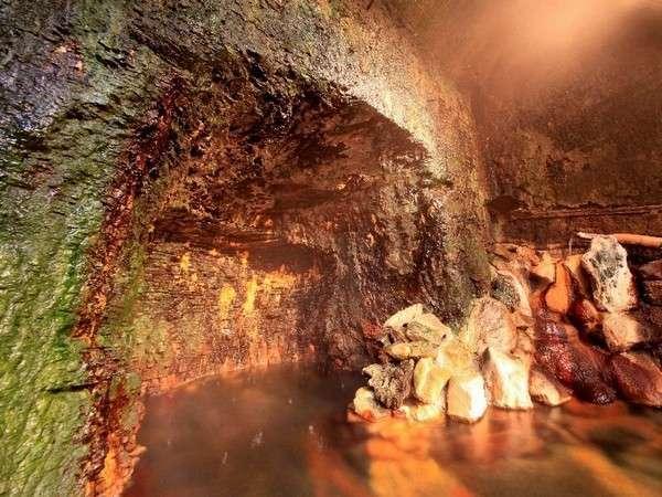 泉質なめらかな洞窟風呂