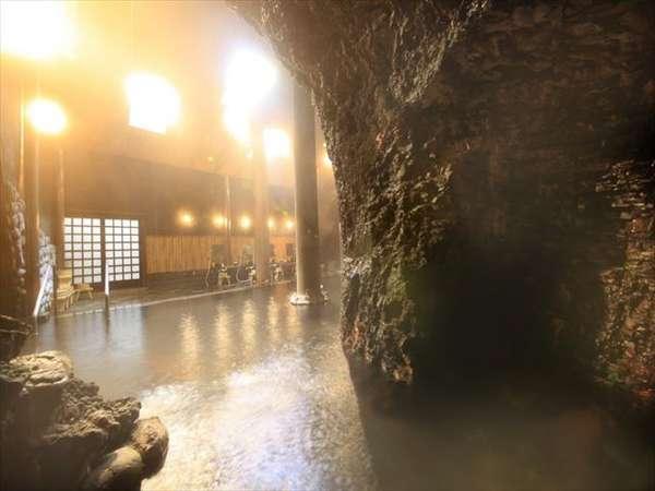 【洞窟風呂】塩原温泉の四百年の歴史がそこにあります。
