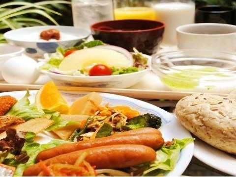 秋田名物を含めた和洋バイキングを食べて元気な1日を!