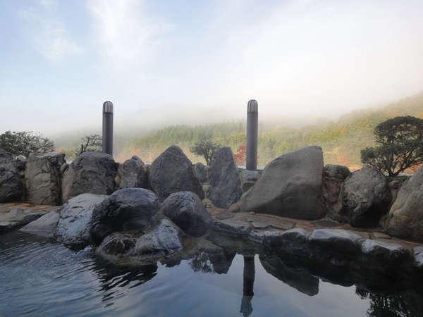 *【露天風呂】遥か遠くまで山々が見渡せ、開放感抜群です
