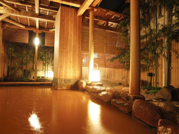 夜の露天風呂はライトアップされ、また別の風情を楽しめる☆