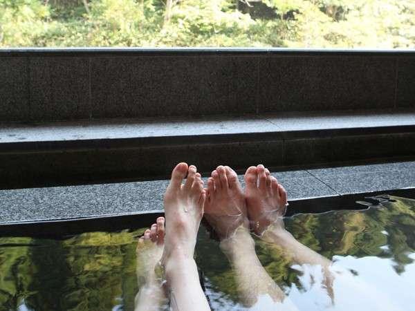 【貸切露天風呂 せせらぎの湯】疲労回復にも良い湯の沢温泉の湯。体の芯から温まって、日ごろの疲れも回復