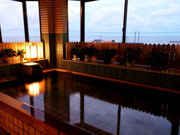 間人の街並みと雄大な日本海が一望できる温泉
