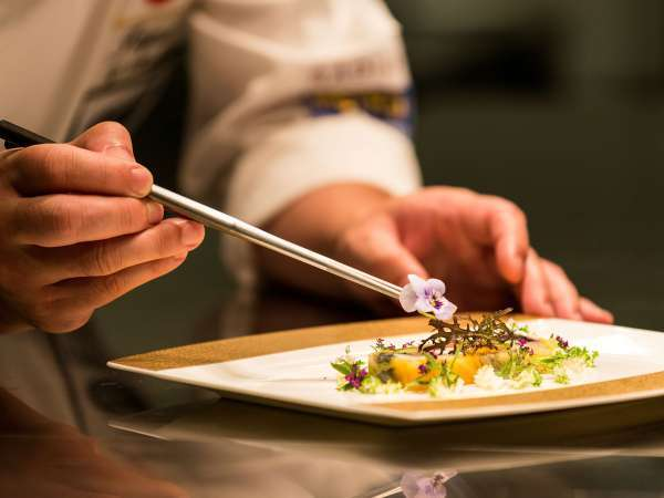 フレンチレストラン「Aoyama Dining THE LOOP」料理長が心を込めた彩り鮮やかなフレンチをご用意☆