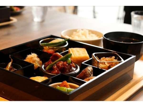◆26日より朝食がリニューアル◆美味しいおばんざいを盛りつけた松花堂弁当を提供いたします!!
