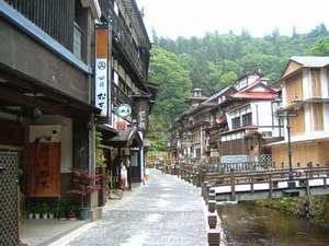 【旅館 松本】銀山温泉。全10室の静かな家庭的な宿、夕食はお部屋食か個室
