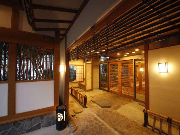 【和みのお宿 滝乃湯】竹林に囲まれた小粋な和風料理旅館。越後の旬材を創作会席で愉む。