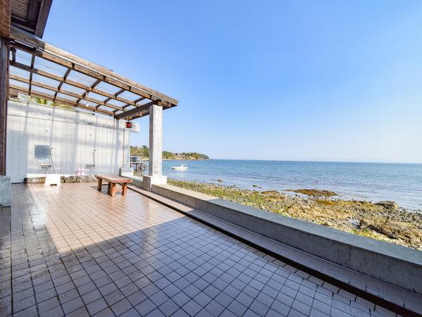 *【露天風呂(男湯)】海が一望できる開放的な露天風呂。