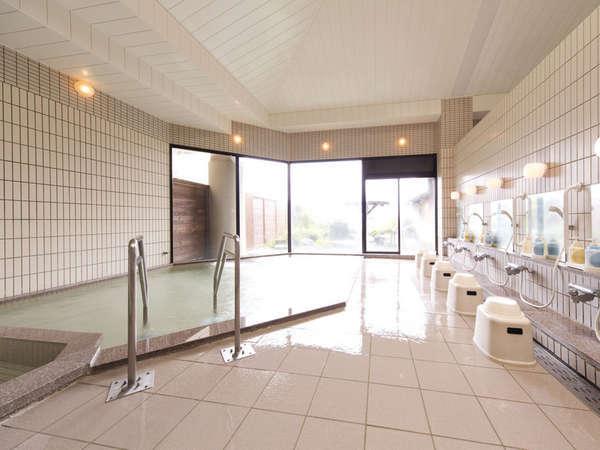 【大浴場】pH9.53のアルカリ性単純弱放射能温泉。肌をすべるような滑らかな感触が◎。