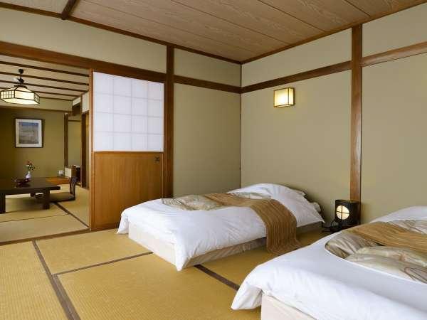 客室「さくら」は、居心地の良いロータイプの畳ベッドを置いた客室。