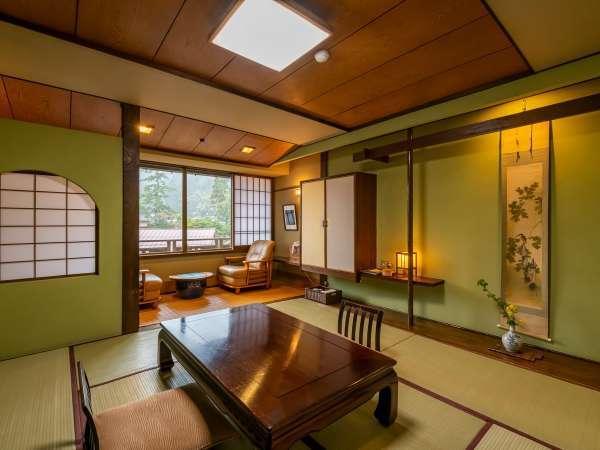 8畳和室「ゆり」は、ご自宅のようにお寛ぎ頂ける落ち着いた和室。