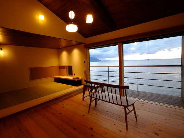 【和室一例】全室オーシャンビュー。シンプルな空間一面に広がる若狭湾。