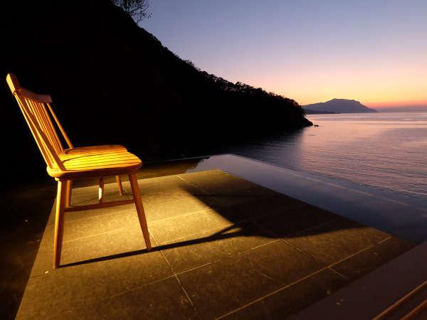 【テラス】ゆっくり沈んでゆく夕日を眺めて
