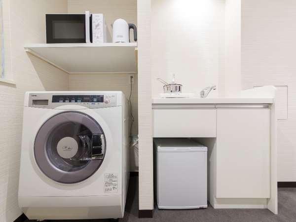 * 洗濯乾燥機・ミニキッチン *(客室内)