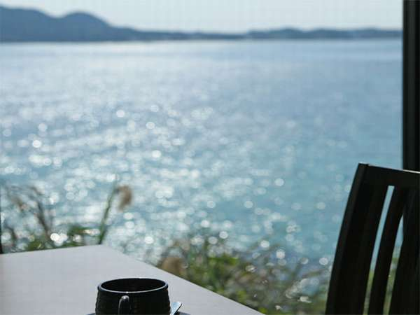 レストランからの景色です。海が広がる景色が待っています。