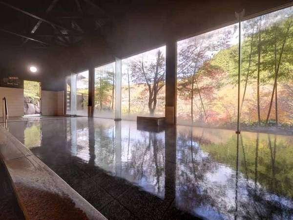 *大浴場(檀の湯)/窓の景色は絶景そのもの。温かい湯船に浸かりながら癒しのひと時をお過ごし下さい。