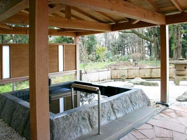 *美しい景色を眺めながら湯ったりと天然温泉を満喫できる本館露天風呂