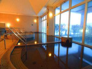 【大浴場】朝もやに煙る露天風呂越しに見る景色もまた格別