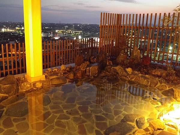 ■最上階12階 露天風呂 べた踏み坂方面 ・営業時間:15:00~翌10:00