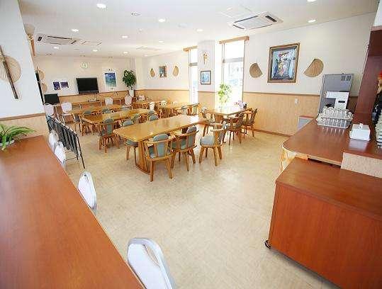 朝食用レストラン(無料インターネットコーナー併設)